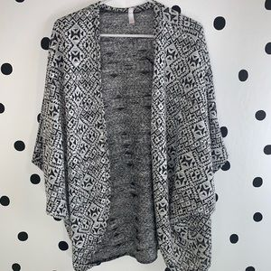 🔥30%OFF🔥EUC Xilaration black/white pattern  XL